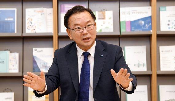 """김부겸 """"당대표 중도사퇴? 대선후보로서 데미지""""[인터뷰]"""