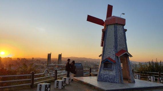 노을과 야경이 아름다운 대동하늘공원, 언택트 관광지로 각광