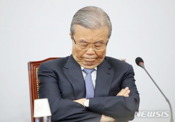 김종인, 박근혜 탄핵 ·이명박 구속 대국민 사과 검토...당 쇄신 차원