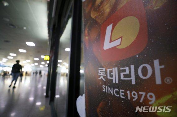 """롯데리아 직원 모임 11명 확진…""""치킨집 등서 마스크 미착용""""(종합2보)"""
