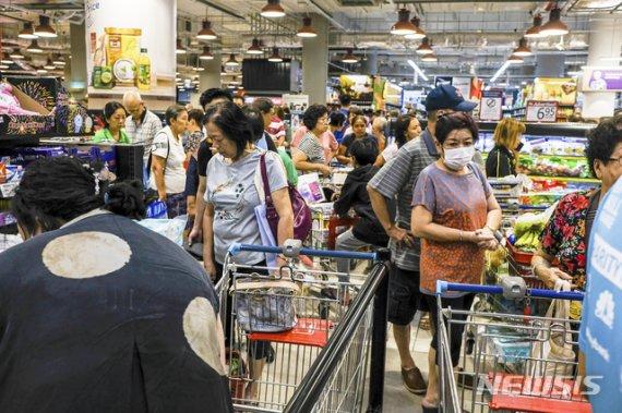 싱가포르, 5만명 확진에 5명 사망했던 이주노동자 코로나 '종결'