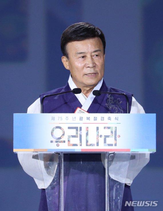 """與출신 김원웅 '친일청산 경축사'에 野 """"망나니""""·""""독재 부역자"""" 맹비난"""