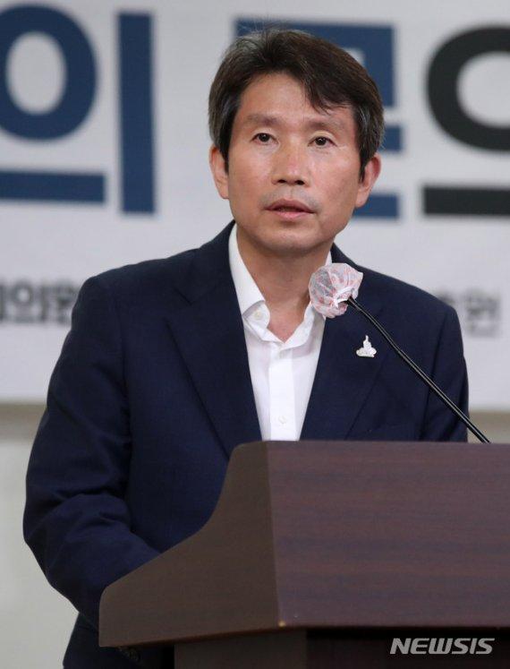 이인영, 해리스 美대사 만난다…北 개별관광 이견 가능성