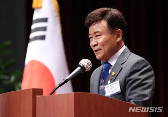 """與 """"김원웅, 할 수 있는 발언"""" vs 野 """"태어났으면 안될 나라""""(종합)"""