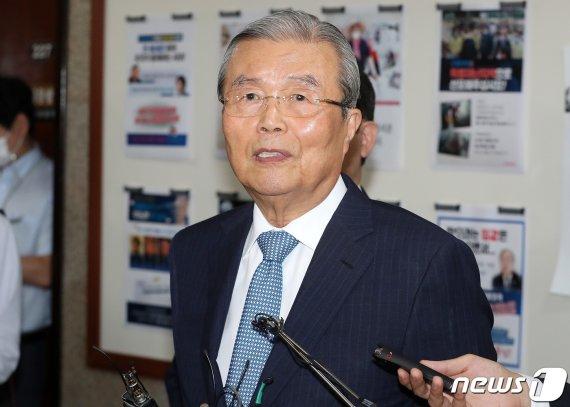 """김종인 """"청 회동, 소재 정해져도 필요하다면 내가 판단해 응할 것"""""""
