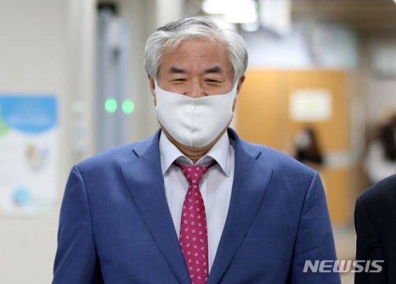 """靑 """"전광훈 확진, 집회 참가자 전원 검사 필요성 실증"""""""