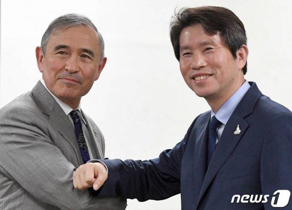 """이인영, 美대사 만나 """"워킹그룹, 남북관계 제약한다는 비판 있다"""""""