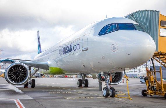 에어부산, 국내 항공사 첫 도착지 없는 비행 체험 프로그램 출시