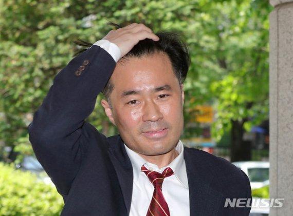 """'손석희 공갈미수' 김웅, 2심서 돌변…""""뉘우친다"""" 울먹"""