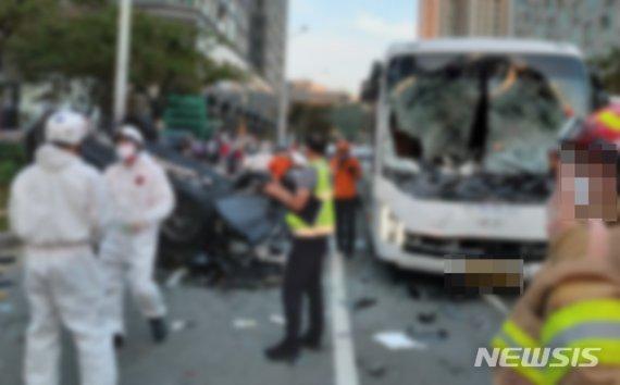 '7중 추돌' 포르쉐 운전자, 사고 직전 차안에서 한 일은..