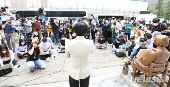 """수요집회, 윤미향 기소 언급 자제…""""혐오세력과 싸울것"""""""
