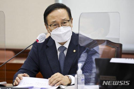"""野, 홍영표 '쿠데타 세력' 비판에 """"추미애 구하기…사과해야"""""""