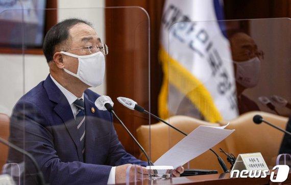 """[속보] 홍남기 """"소상공인 간편결제 결제수수료 2~4→1% 인하"""""""