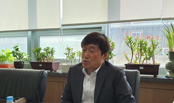 """""""디케이앤디, 틈새시장 공략..합성피혁서 글로벌 리더될 것"""""""