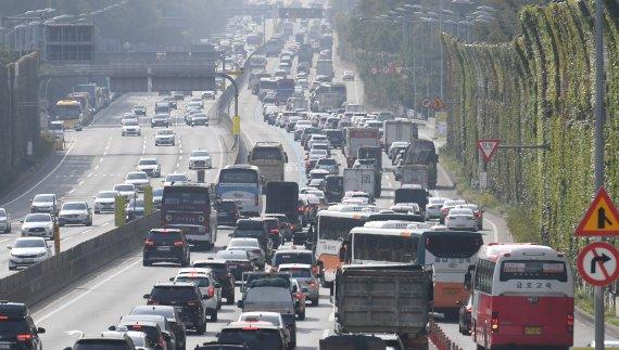 차량 몰리는 경부고속도로