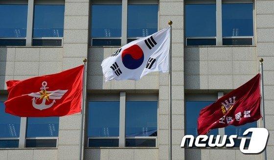 """합참 """"우리 어선 1척 NLL 월선 후 복귀"""""""