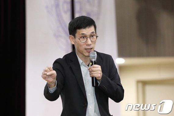 """'시무 7조' 조은산 """"진중권, 예형 아닌 관우 장비"""""""