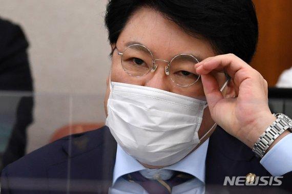 """김종인에 돌직구 날린 장제원 """"남이 씹다뱉은 껌을 주워씹는.."""""""