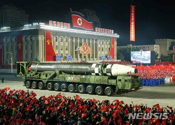 """""""북한 보라는듯"""" 미국, 해상서 미사일로 ICBM 요격 성공"""