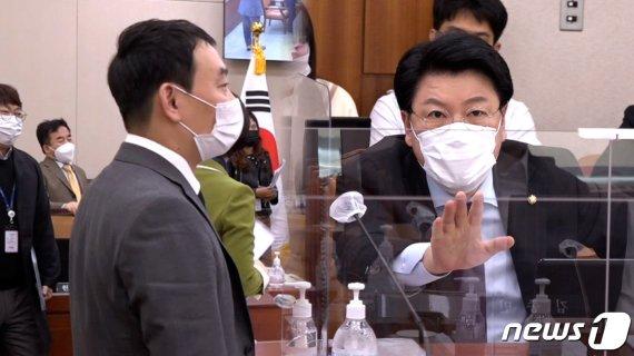 """[영상] 김용민 """"왜 반말해?"""" VS 장제원 """"시끄러워"""""""
