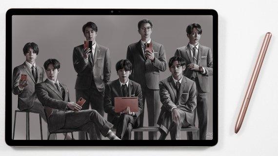 """""""MZ세대 공략""""… 삼성-LG '아이돌 대리전' 치열"""