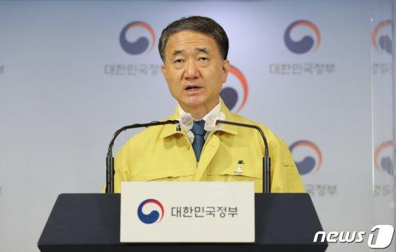 """박능후 """"생활·방역 균형 잡을 시점, 소비할인권 방역 소홀 아냐""""(상보)"""