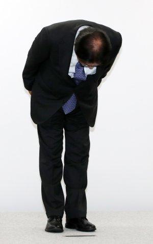 고개 숙여 사과하는 박근희 CJ대한통운 대표이사