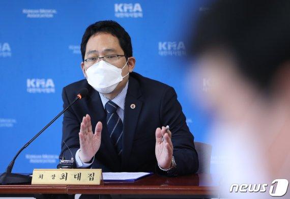 """""""자작극 언론플레이 중단"""" vs """"의료정책 공부하길""""…김민석-최대집 SNS 설전"""