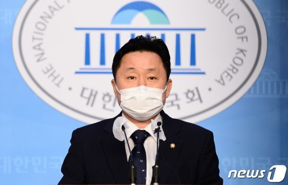 [fn사설] 헌신짝된 문재인표 민주당 당헌
