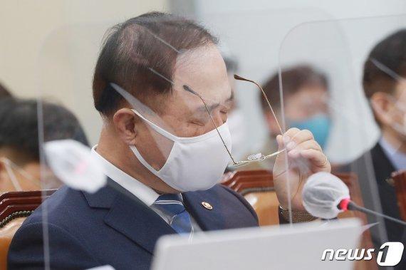 [fn사설] 씁쓸한 뒷맛 남긴 홍남기 사퇴 해프닝