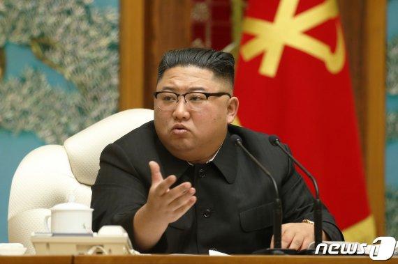 금연법 채택에도 김정은 재떨이 등장, 상태 보니..