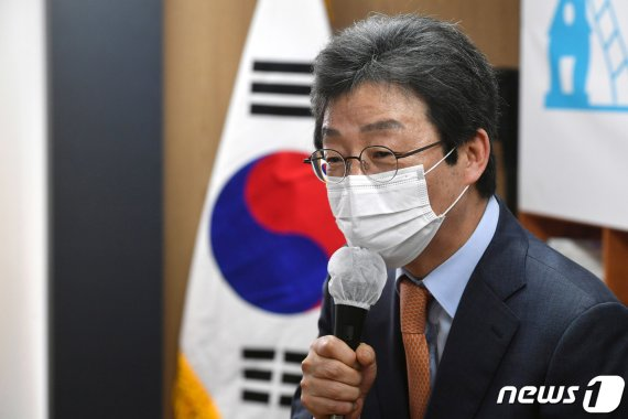 """유승민 """"노동자 육아휴직, 공무원·교사처럼 3년 해야"""""""