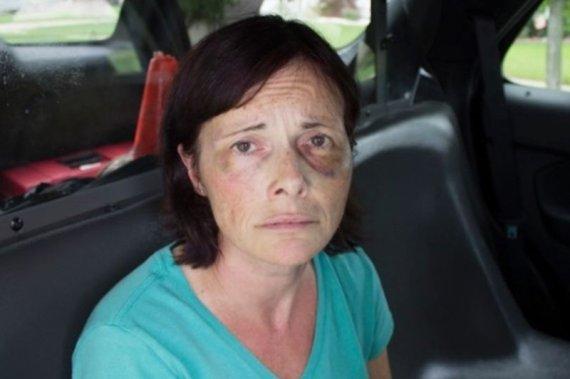 가정폭력 남편 총으로 쏜 아내.. 징역 살던 중 찾아온 기적