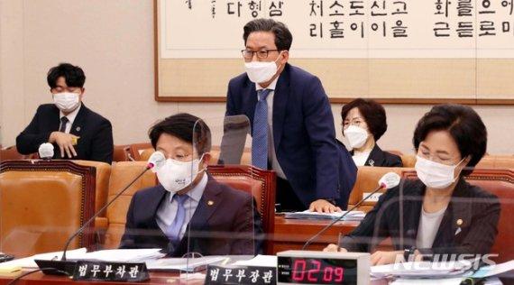 """추미애, '검찰국장 특활비 보도' 반박하며 """"참 경악스럽다"""""""