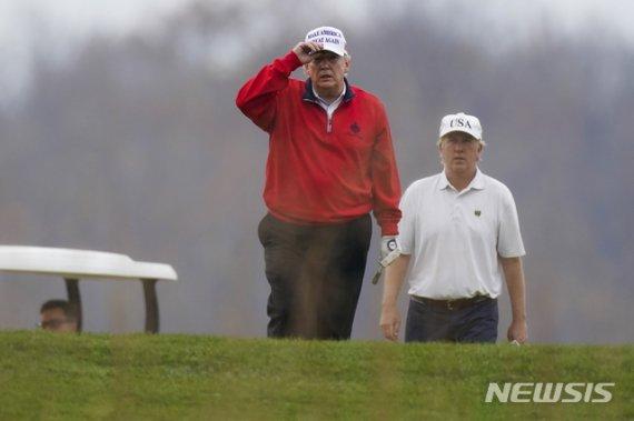 트럼프 G20 정상회의 도중 자리 떠나…골프장행