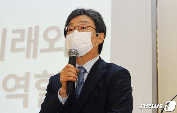 """유승민 """"부동산 난리나니 대통령 숨어버려…바보인데 비겁하기까지"""""""
