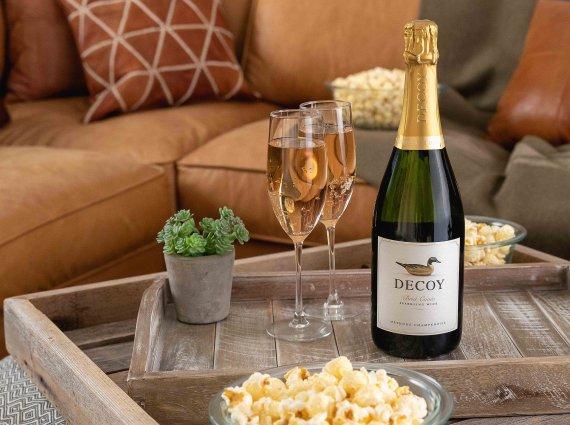 덕혼이 만드는 샴페인 방식의 와인 '디코이 스파클링' 출시
