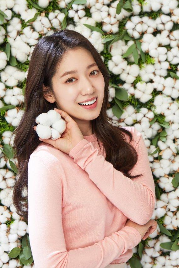 유한킴벌리, 새 모델 '박신혜'와 연말 선행 동참