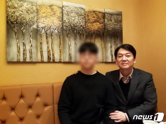 """北피살 공무원 아들 만난 安 """"위로 전하고 싶었다"""""""