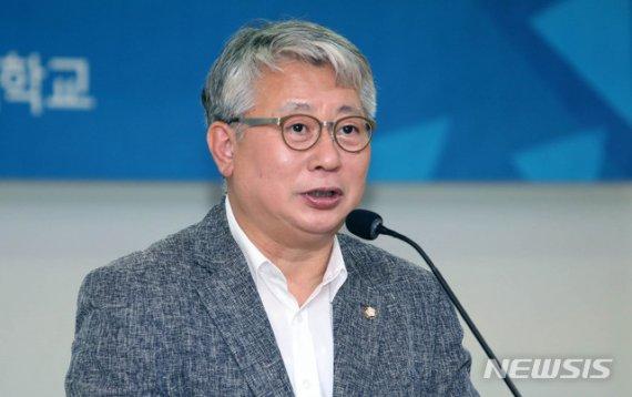 '靑 문건유출' 박관천 집유·조응천 무죄 확정