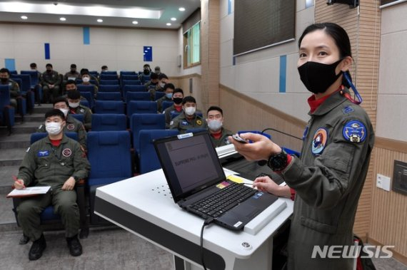 여군 최초 전술무기교관 탄생…박사급 난도 최상위 과정