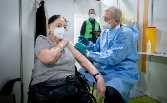 독일 여성 백신맞고 1시간 뒤 즉사..잇단 쇼크사 공포