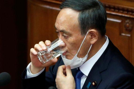 아베는 '선거의 왕'이었는데...스가, 자민당 간판으로 가치 급락