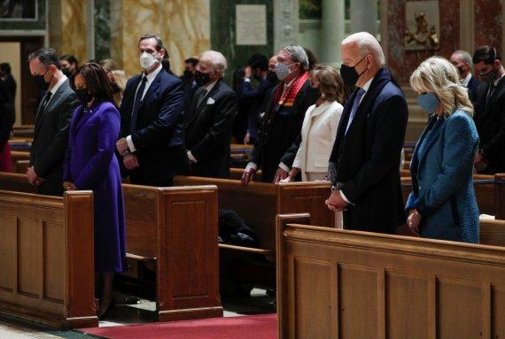 바이든 낙태 정책에 미 가톨릭 주교들 '영성체 금지' 맞서