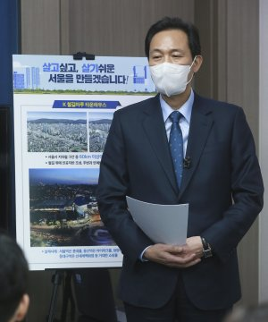 부동산 정책 관련 기자간담회하는 우상호 의원