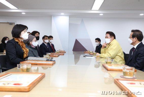 """최대호 시장 """"규제개혁 유공시민 13인, 안양자랑"""""""