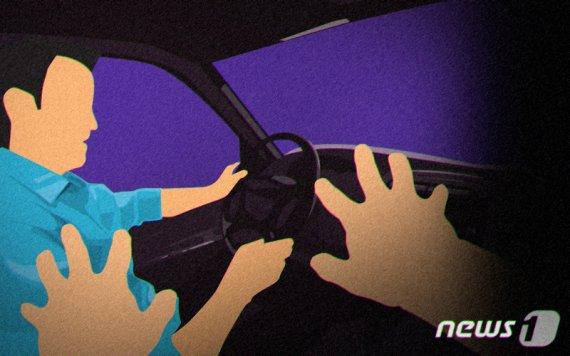 """""""흡연 안돼요"""" 말한 택시기사 휴대폰으로 폭행한 30대 女"""