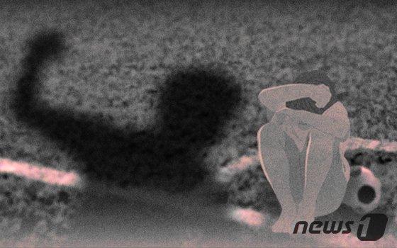 """중학교 축구부 감독, 선수 얼굴에 """"퉤"""""""