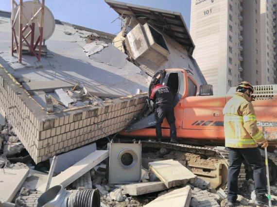 건물 철거하다가 잔해에 깔린 작업자, 현재 상태가...