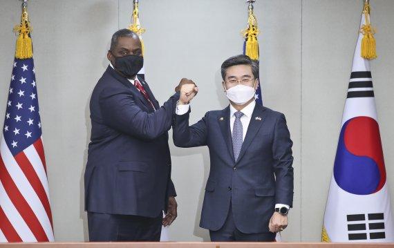 """한미 국방장관 """"한반도 완전한 비핵화"""" 천명..美, 중국 견제↑"""